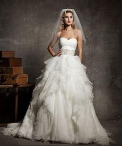 И даже если вы не знаете, как подобрать свадебное платье, то нужно просто начать с выбора материала, который может быть либо матовым, либо блестящим