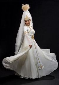Казашки в свадебных платьях