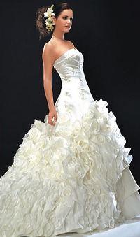 Атласное свадебное платье от Валентино