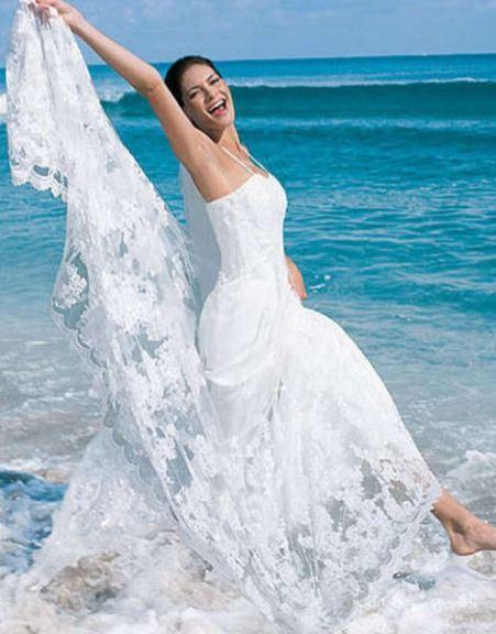 Пляжное свадебное платье фото