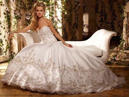 Комментарий: Пышное свадебное платье... Свадебное платье в славянском стиле